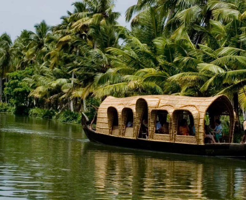 Top 10 places to visit in kerala god s own country for Top 10 vacation destinations
