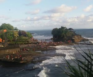 Pura Tanah Lot; places to visit in Bali